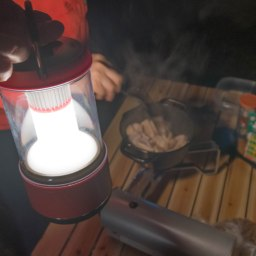 LED使ってます!テントの中でも外でも使いやすいランタン