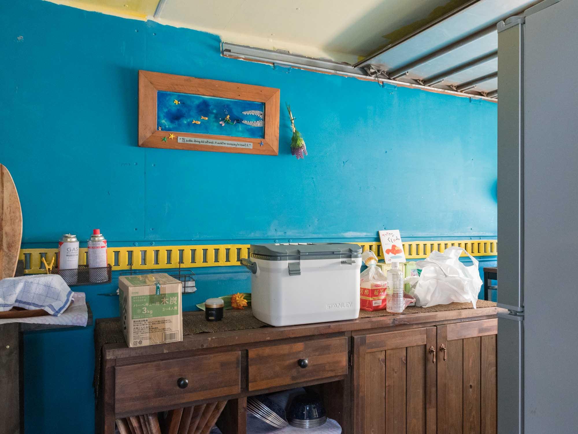 コンロや冷蔵庫のある調理スペース